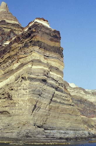 4_thera_cliff_layers.jpg